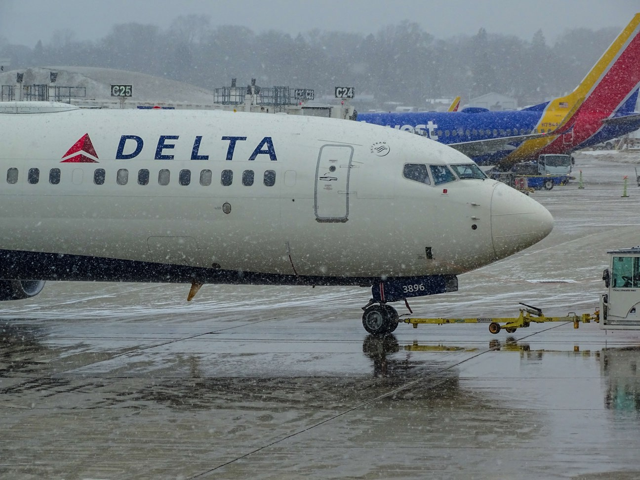 Delta stock, DAL stock, airline stocks