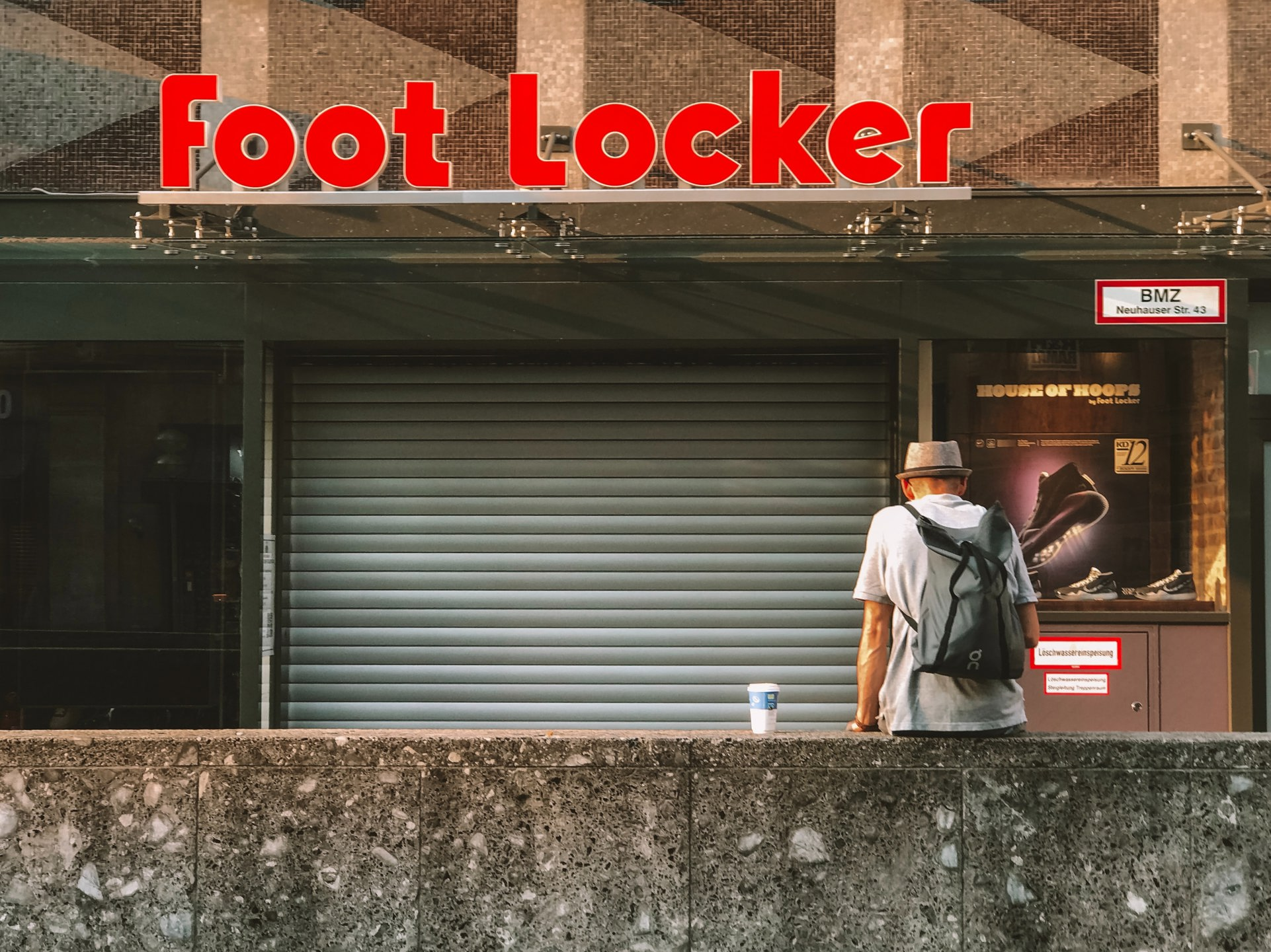 Foot Locker FL stock news and analysis
