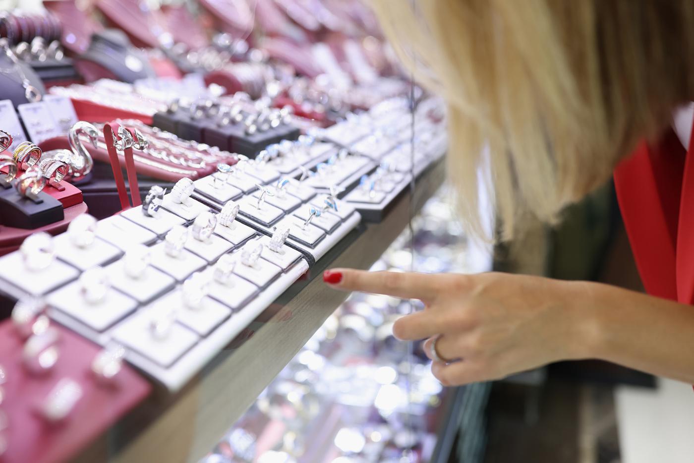 Jewelry stocks, Jewelry manufacturer stocks, Jewelry store stocks
